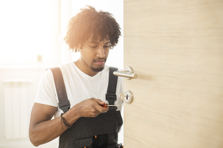 What You Need to Know Before Calling a Locksmith